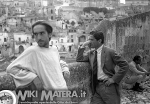 NoteVerticali.it_Pasolini-a-Matera_davanti-ai-sassi